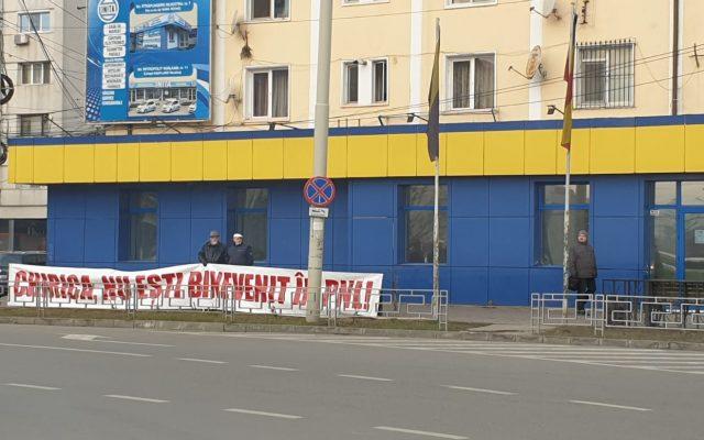 Mihai Chirică nu e dorit în PNL. Ce scrie pe bannerul uriaș pus în fața organizației Iași