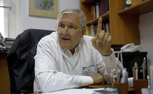Profesorul Mircea Beuran, reținut pentru o șpagă de 10.000 de euro, după ce a fost denunțat de medicul care l-a mituit. DNA va cere și arestarea preventivă