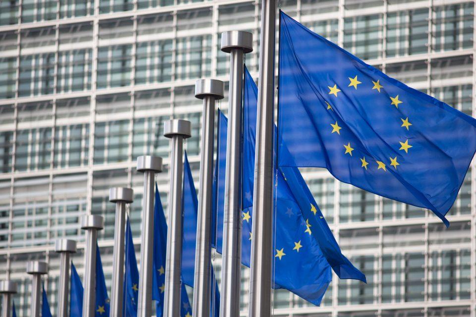 Măsurile restrictive din Europa pentru combaterea coronavirusului nu trebuie să sumbineze democrația, transmite Comisia Europeană