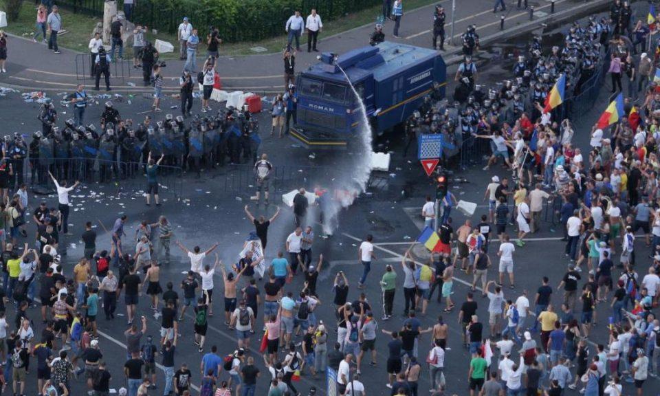 Mai mulți protestatari violenți condamnați la pedepse cu suspendare