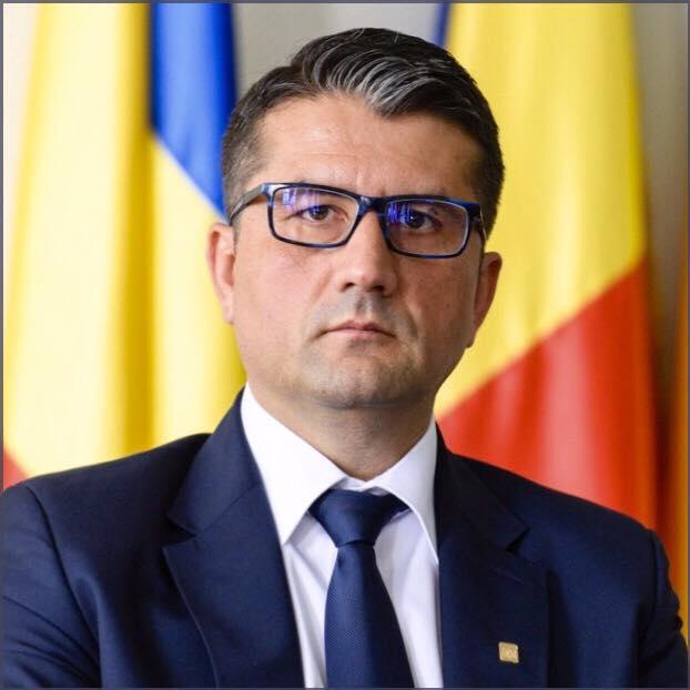 Decebal Făgădău, primarul în exercițiu al municipiului Constanța, a anunțat că demisionează din PSD, după ce DNA l-a trimis în judecată pentru abuz în serviciu. Făgădău se pregătea să candideze la alegerile parlamentare, după ce a pierdut cursa pentru un nou mandat la primărie.