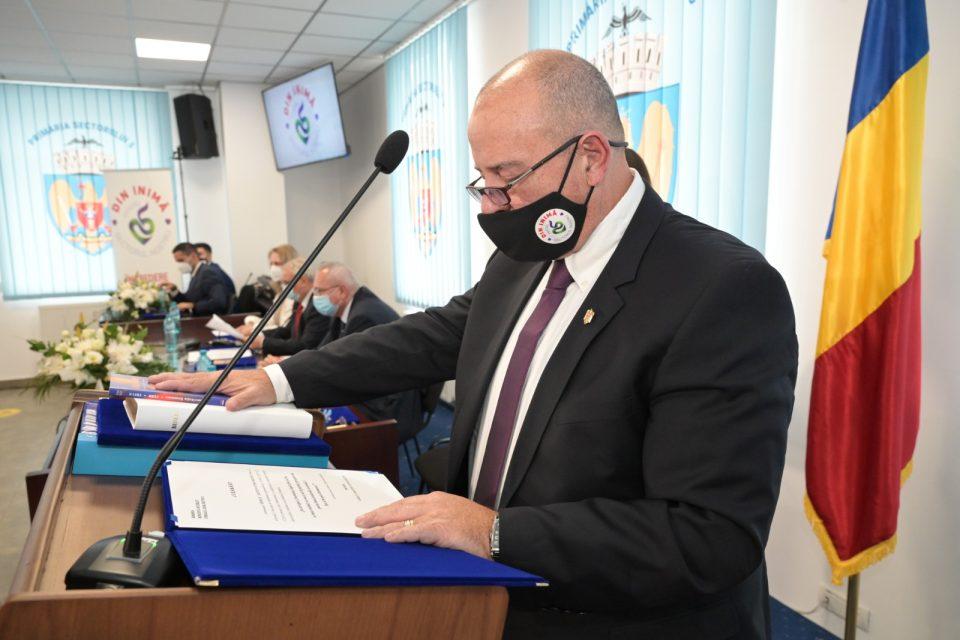 """Cristian Piedone, primarul condamnat la 8 ani de închisoare în dosarul COLECTIV, gafă de proporții la depunerea jurământului: """"Aștept cu nerăbdare să începem proiectele pentru sectorul 4… pardon, 5"""""""
