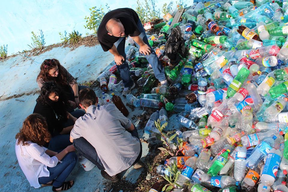 Sticlele de plastic și dozele de aluminiu vor putea fi returnate în magazine